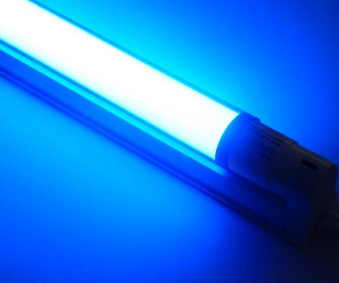 LED Armatur mit 1,20 m farbiger LED Röhre 18 Watt 1800 Lumen blau