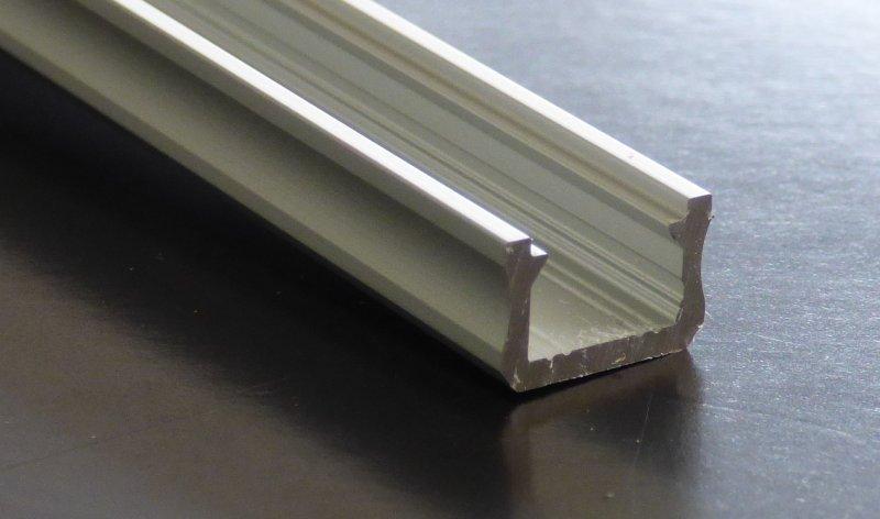 aluprofil schmal 2m silbern eloxiert 12x8 mm led effekt stripe b nder. Black Bedroom Furniture Sets. Home Design Ideas