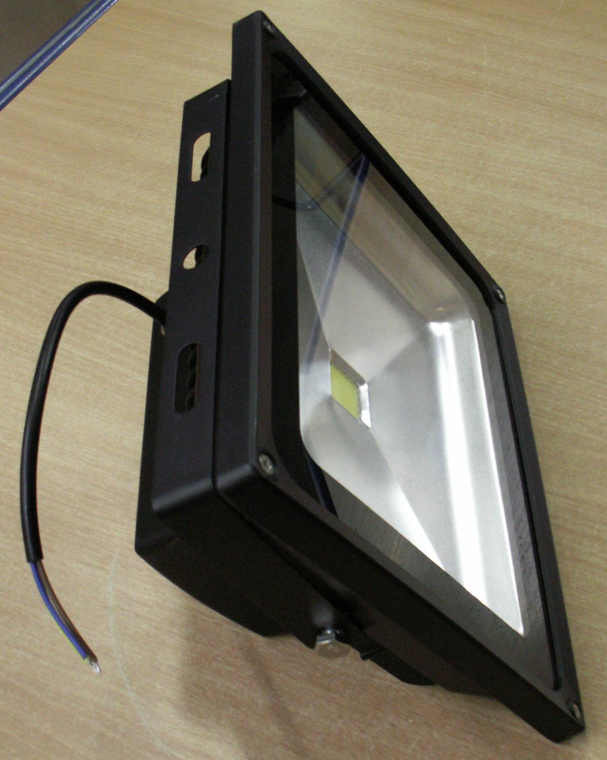 led fluter strahler schwarz ip65 50 watt kaltwei. Black Bedroom Furniture Sets. Home Design Ideas