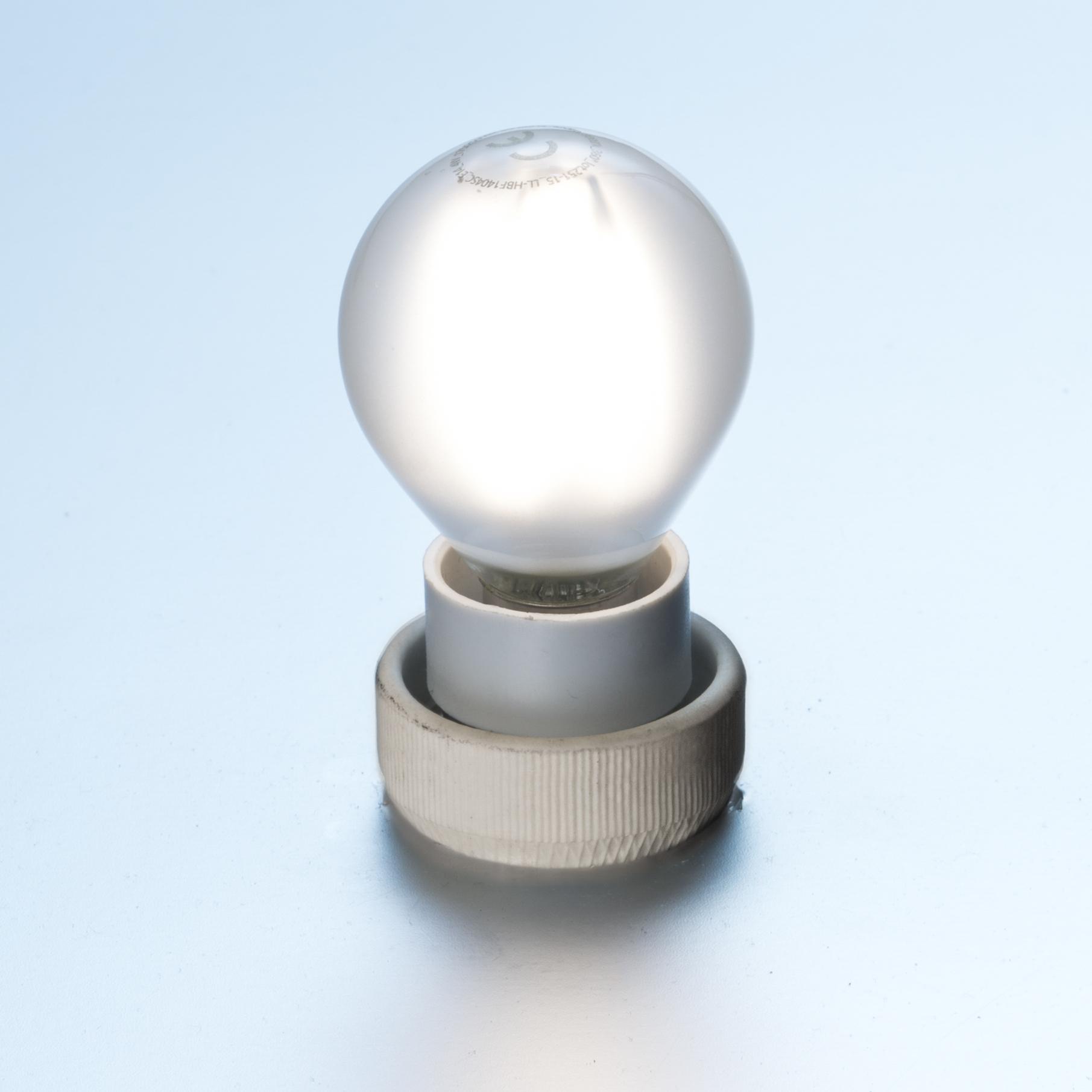 led gl hlampe fadenlampe tropfen 4 w matt e14 420 lumen kaltwei led filament dimmbar. Black Bedroom Furniture Sets. Home Design Ideas